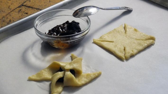 Scandinavian Baker Gitte Gentile Assembles Finnish Christmas Stars | Craft in America