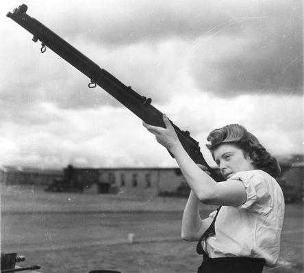Wren And Rifle | World War II