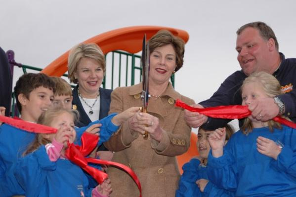 First Lady Laura Bush gets help from students of Hancock North Central Elementary School