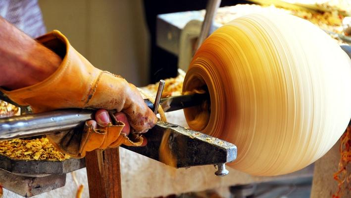 Matt Moulthrop at the Lathe | Craft in America