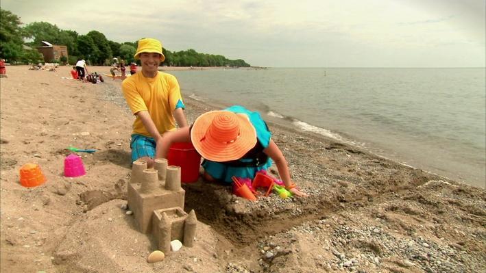 C'est l'été : Le château de sable | Les saisons de mini