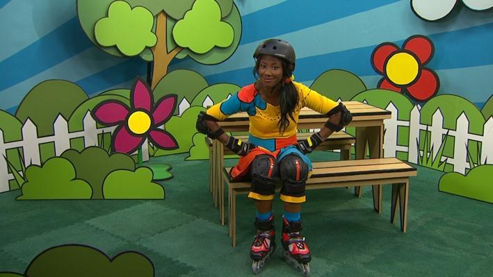Lexie met ses patins à roues alignées | Essaie encore