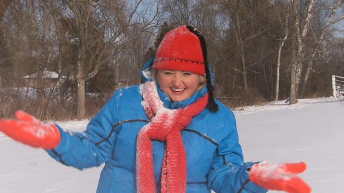 C'est l'hiver : La neige qui tombe sur Josée | Les saisons de Mini