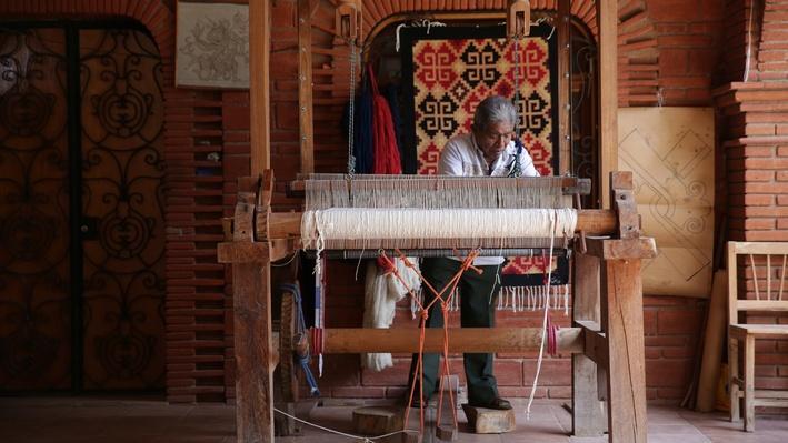 J. Isaac Vasquez García at the Loom | Craft in America