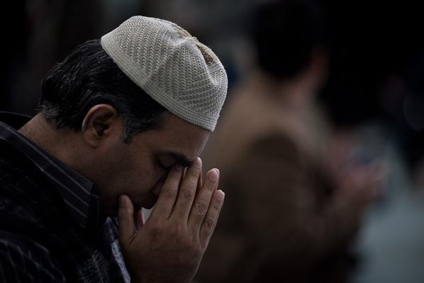 Prayer at Islamic Cultural Center in New York | Global Oneness Project