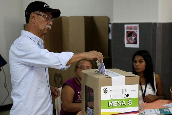 Colombians Narrowly Reject Peace Deal With FARC Video