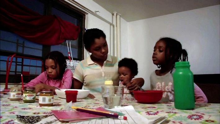 One NYC family's struggle to survive on a fast food salary Video