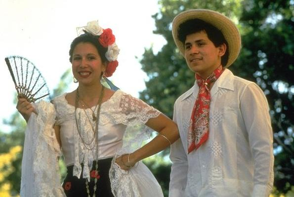 Hispanic Culture in Utah: Dancers in Veracruz Costume