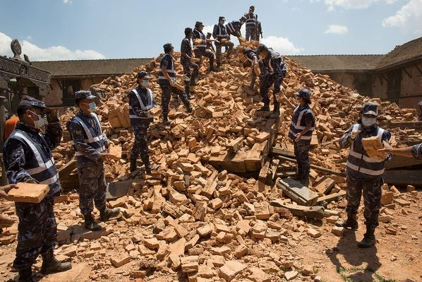 Nepali Soldiers Pass Rubble to Clear Away Temple Ruins | Global Oneness Project