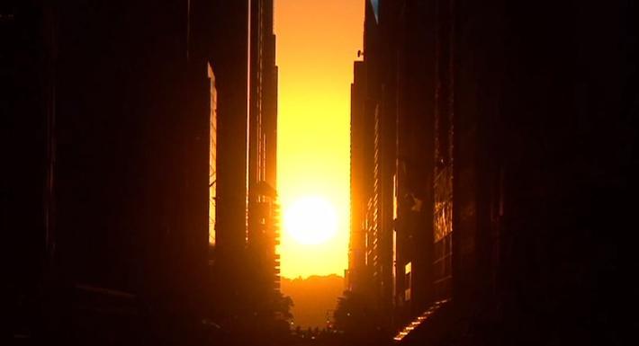 Manhattanhenge: Watch A Star Align