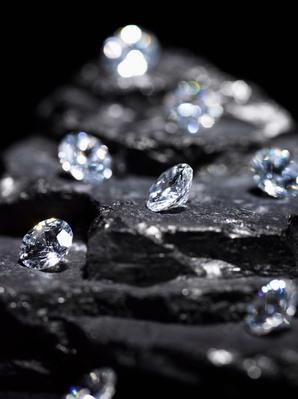 Small Diamonds on Layered Coal (Differential Focus) | Earth's Resources