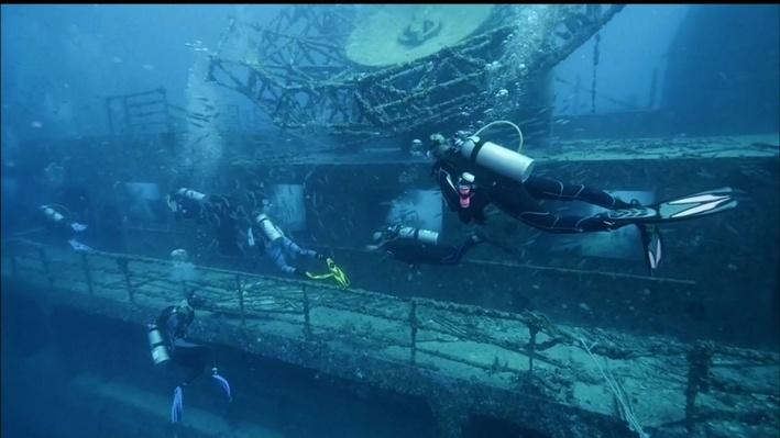 New Underwater Vista Requires Art Lovers Take a Dive | PBS NewsHour