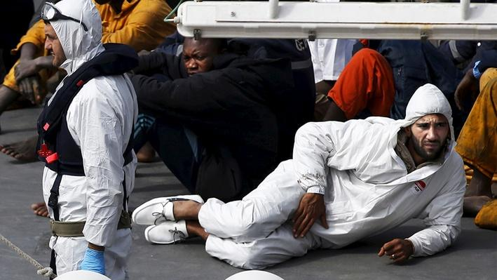 Shipwreck Kills 900 Migrants Fleeing to Europe - Video