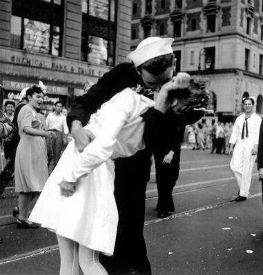 US sailor  young nurse over his arm to give her passionate kiss in middle of Times Square | World War II