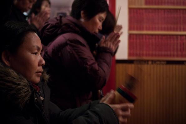 Prayer and Gifts offered at Mahayana Temple in Manhattan | Global Oneness Project