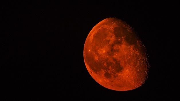 The Moon Turns Red?!
