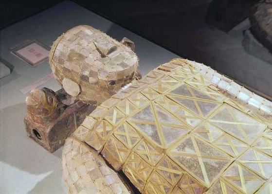 Jade burial suit, from the tomb of Princess Tou Wan, wife of Liu Sheng (d.113 BC) from Lingshang, Manch'eng, Hopei, Western Han Dynasty (jade with gold thread)