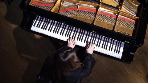 Articulate -- Pianist Simone Dinnerstein