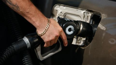 Trump hastens deregulation with fuel efficiency rollback