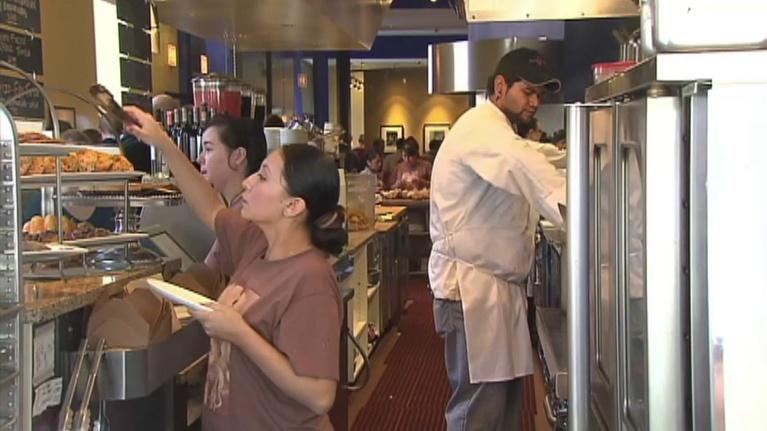 Chicago Tonight: Should Chicago Increase Its Minimum Wage to $15 by 2021?