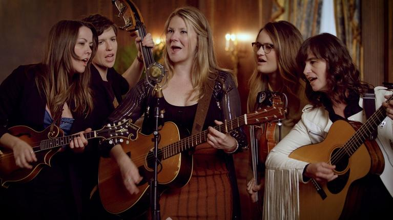 "David Holt's State of Music: Della Mae Band Plays Their Song ""Boston Town"""