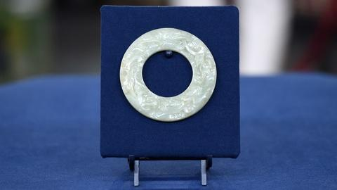 Antiques Roadshow -- S21 Ep13: Appraisal: Qing Dynasty Celadon Jade Bi