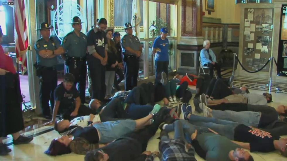 Protesters Demand Budget as Legislators Edge Closer to Adjou image