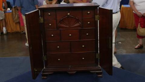 S24 E19: Appraisal: Philadelphia Spice Box, ca. 1775