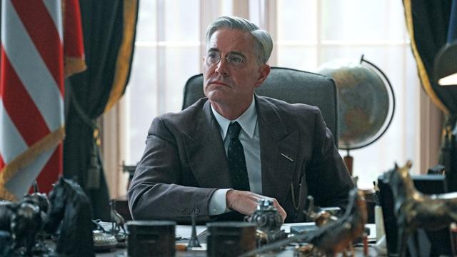 Kyle MacLachlan as Franklin Roosevelt