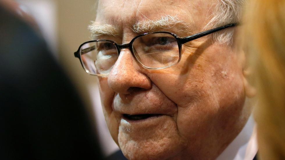 Warren Buffett: GOP health bills are relief for the rich image