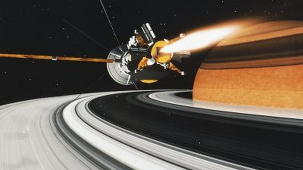 Why NASA's Cassini will take a fiery swan dive into Saturn image