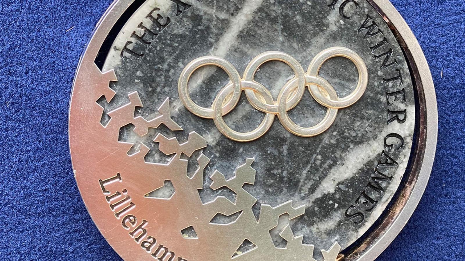 Celebrity Edition, Hour 1: Nancy Kerrigan's Olympic Medals