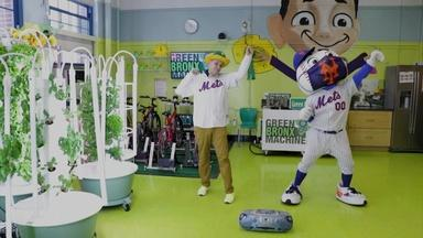 MISTER RITZ LEARNS TO DANCE WITH MR. MET - English Captions