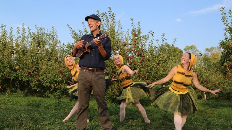 Mister Chris and Friends: How do apple blossoms become apples? - Full Version