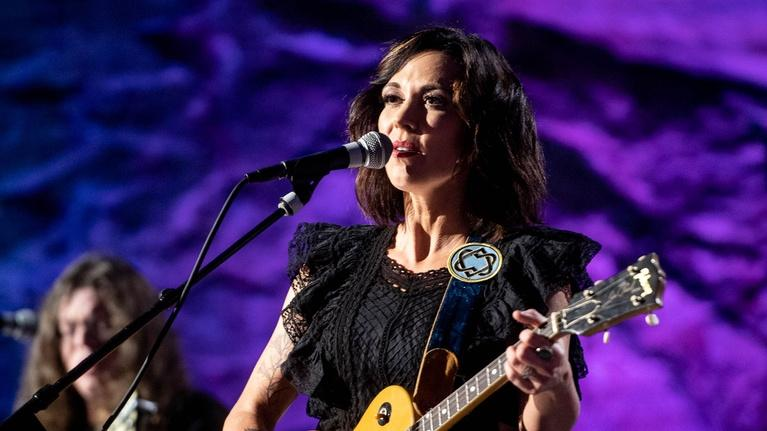 "Bluegrass Underground: Amanda Shires ""When You're Gone"""