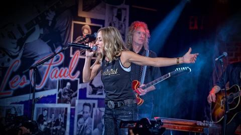 Front and Center -- Sheryl Crow in Concert