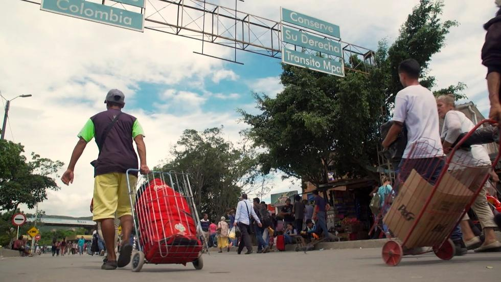 As Venezuela's economy plummets, mass exodus ensues image