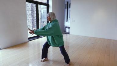 How does Twyla Tharp create new dances?