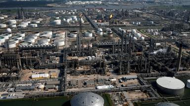 How fossil fuel shakeups, legal losses affect climate change