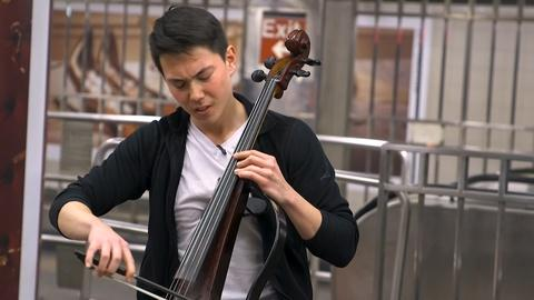 NYC-ARTS Profile: Electric cellist Iain Forrest (Eyeglasses)