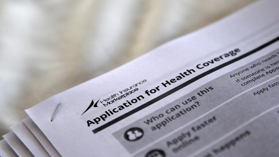 How cutting off subsidy payments would affect Obamacare image