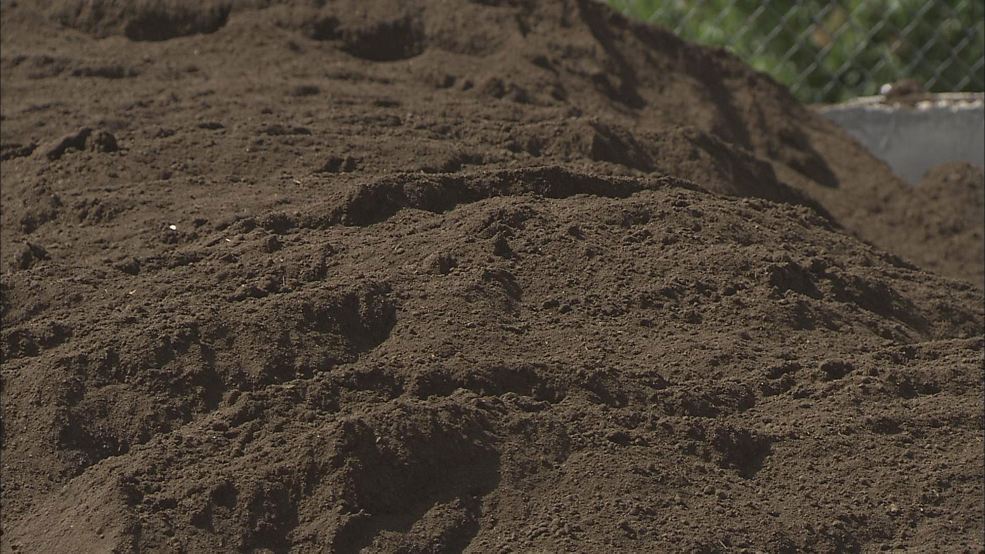 Video soil watch science trek online new hampshire for Science dirt
