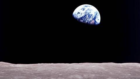 S45 E18: Apollo's Daring Mission