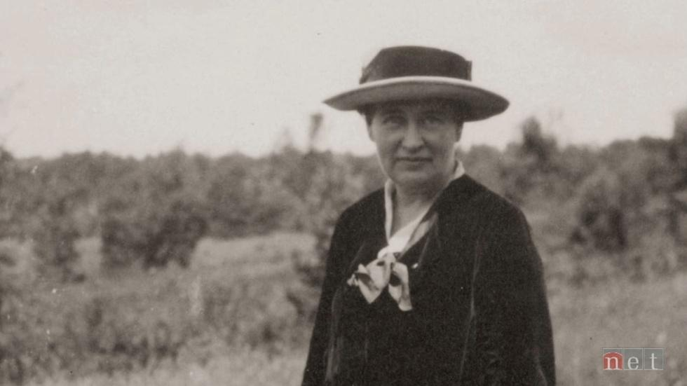 Yours, Willa Cather image