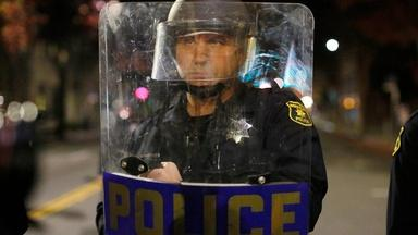 What led to LAPD restricting neckholds in 1982?