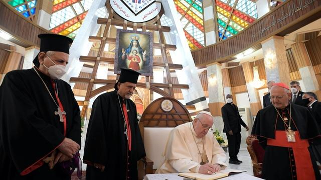 Pope Francis makes first-ever papal visit to Iraq