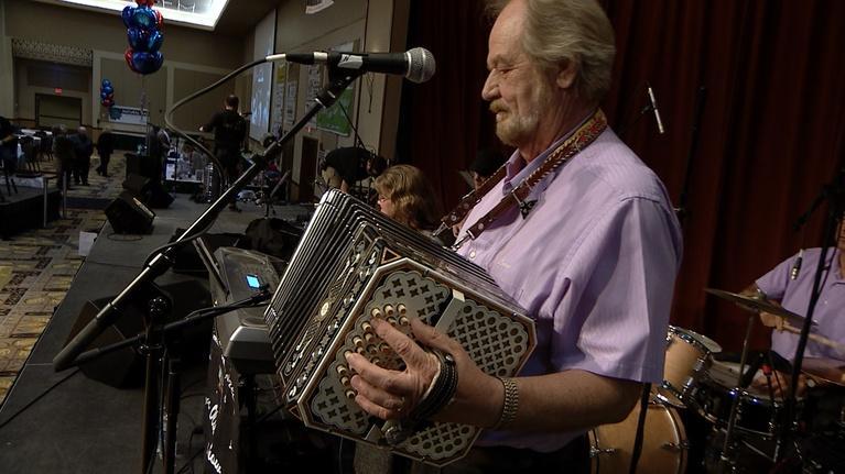 Funtime Polka: Leon Olsen Show/Singing Slovenes