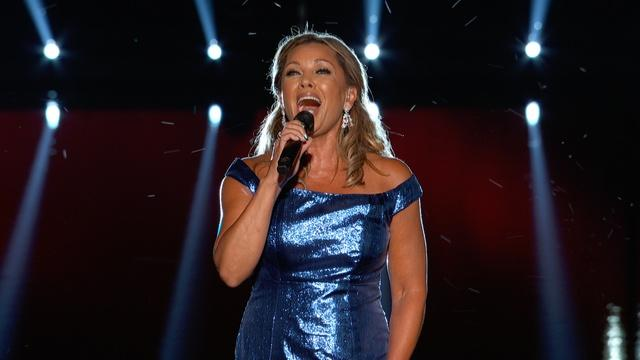"Vanessa Williams Performs ""America the Beautiful"""