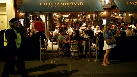 In Britain, fears that reopened pubs will drive virus spread