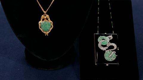 Antiques Roadshow -- Appraisal:  Jade Pendant & Compact